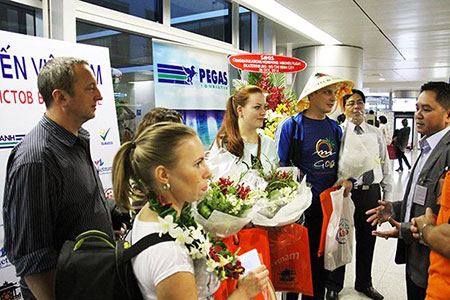 Tourists are welcomed at Tan Son Nhat airport