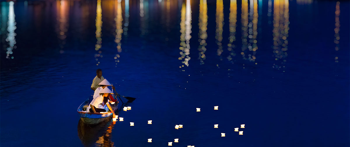 Hoa Dang (Light Flower) on Hoi An river